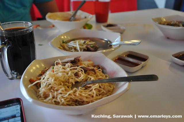 Laksa Sarawak Dan Mee Kolok