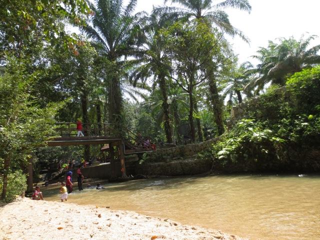 Mandi di LA Hot Spring atau Kolam Air Panas LA Hulu Besut, Terengganu