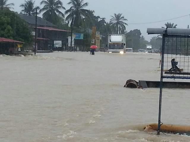 [Gambar] Keadaan Banjir Di Kelantan Risau Famili Di Kampung