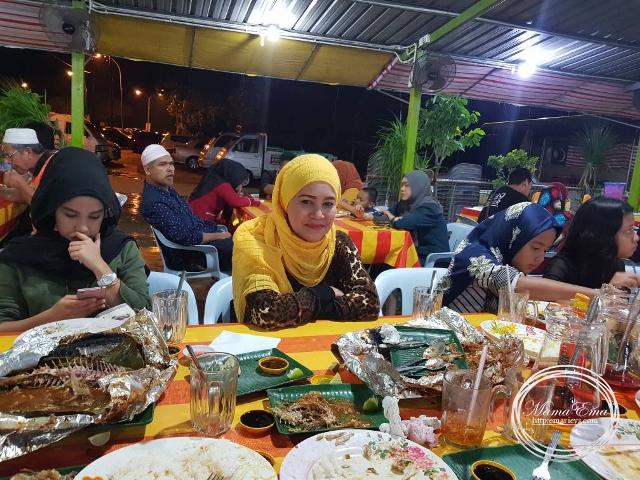 Tidak Jatuh Miskin Belanja Keluarga Makan Besar