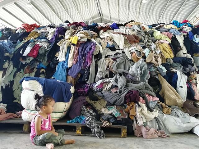 timbunan pakaian bundle