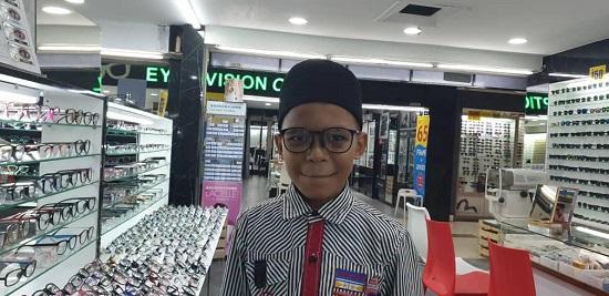 anak-anak yatim terima sumbangan cermin mata