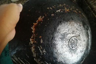 Kuali Berkerak Kembali Kilat Dengan Sabun di Kedai Eco