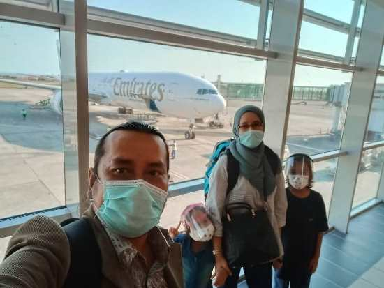 Terbang ke Dubai Tiada Social Distancing Dalam Flight Berserah Sahaja